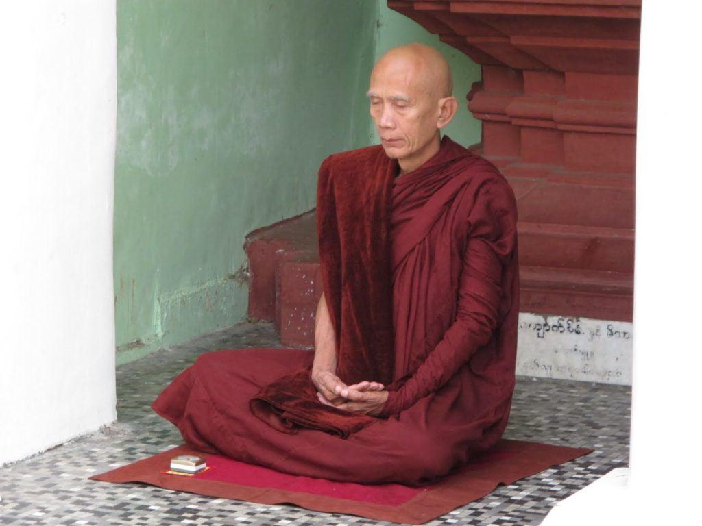 golden-temple-myanmar-4