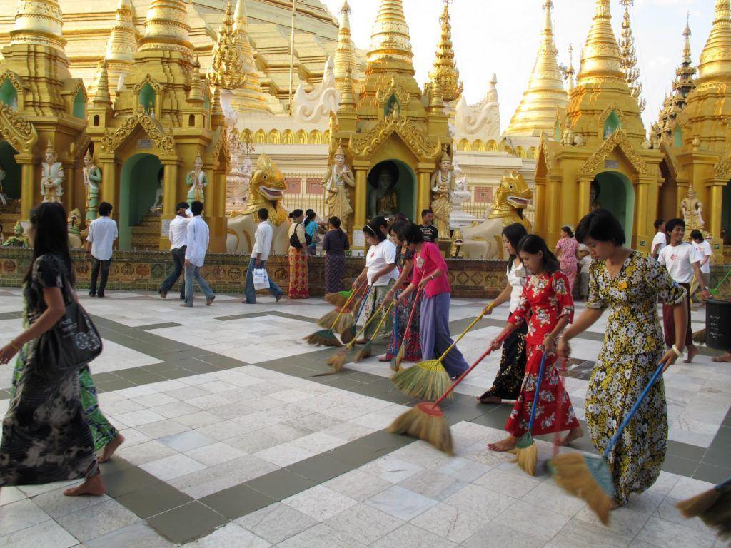 golden-temple-myanmar-6