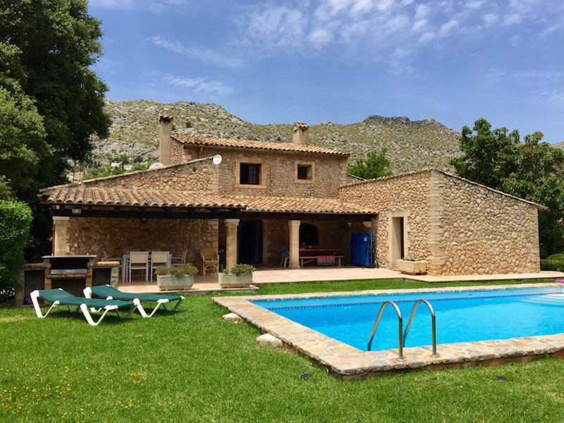 The perfect holiday a villa in mallorca this battered for Holiday villas mallorca