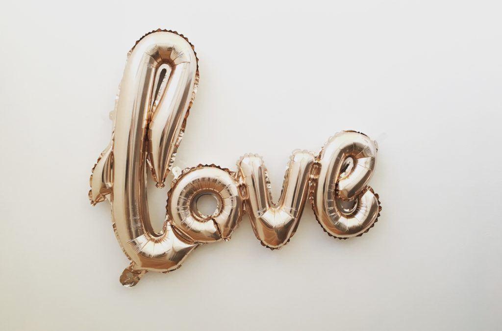 love sign - love bombing